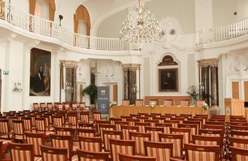 Szeptember 22-én két tanévnyitó ünnepségre is sor kerül az ELTE ÁJK Aula Magnájában.
