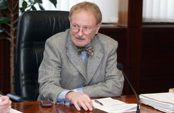 Megemlékezés Dr. Erdei Árpádról (Jogi Fórum)