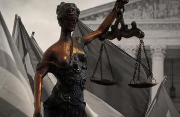 Jog és politika viszonya a XXI. században