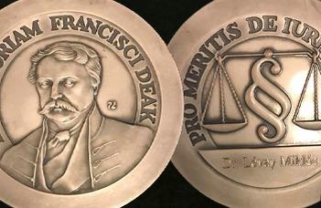 Deák Ferenc-díjat kapott Lévay Miklós
